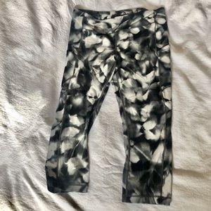 Lululemon patterned crop leggings